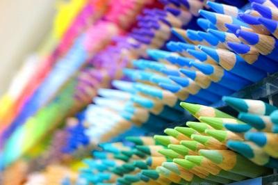 たくさんの色鉛筆や個性