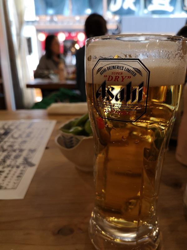 昼間から友人と飲むビール