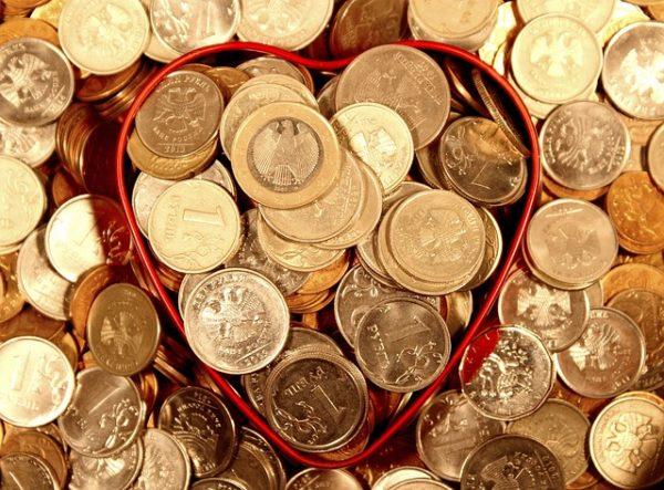ハートの缶からあふれるお金