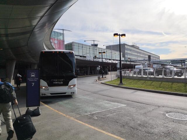 モントリオール空港の外