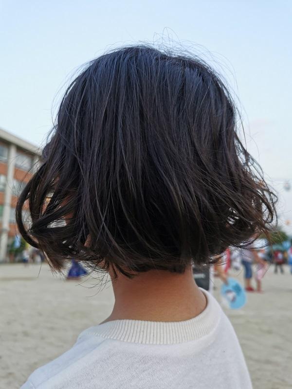 P30のフルオートで子供の後ろ姿を撮影