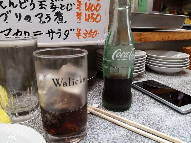 居酒屋でもコカ・コーラを飲む米国投資家の鏡