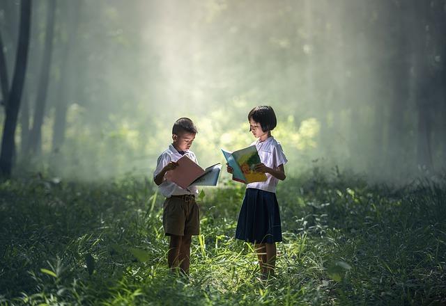 読書する子供たち