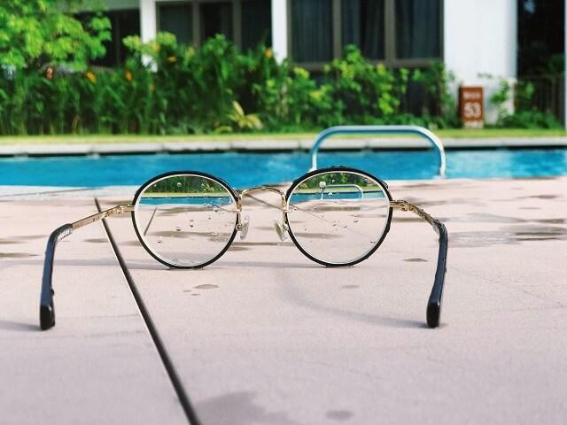 メガネを通して見る
