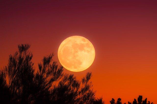 中秋の名月、紅い月、赤い月