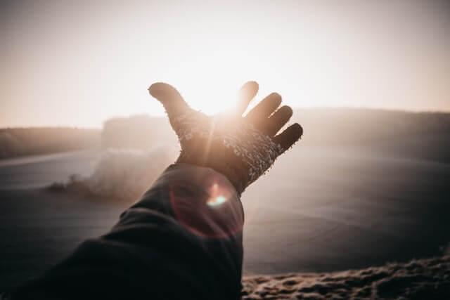 光と手と未来