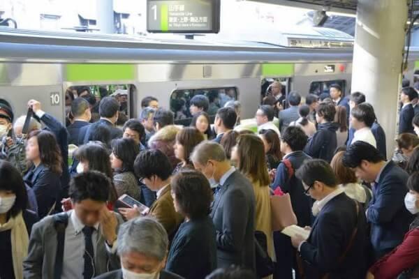 通勤風景、満員電車