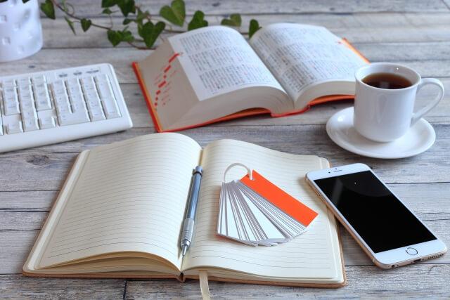 ノートとコーヒーとスマホ