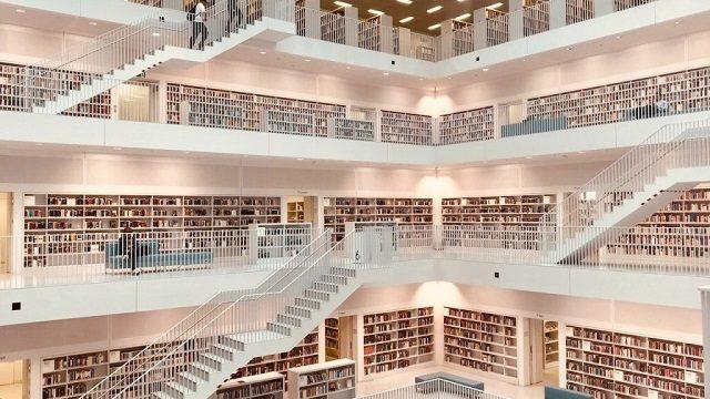 超デカくてきれいな図書館